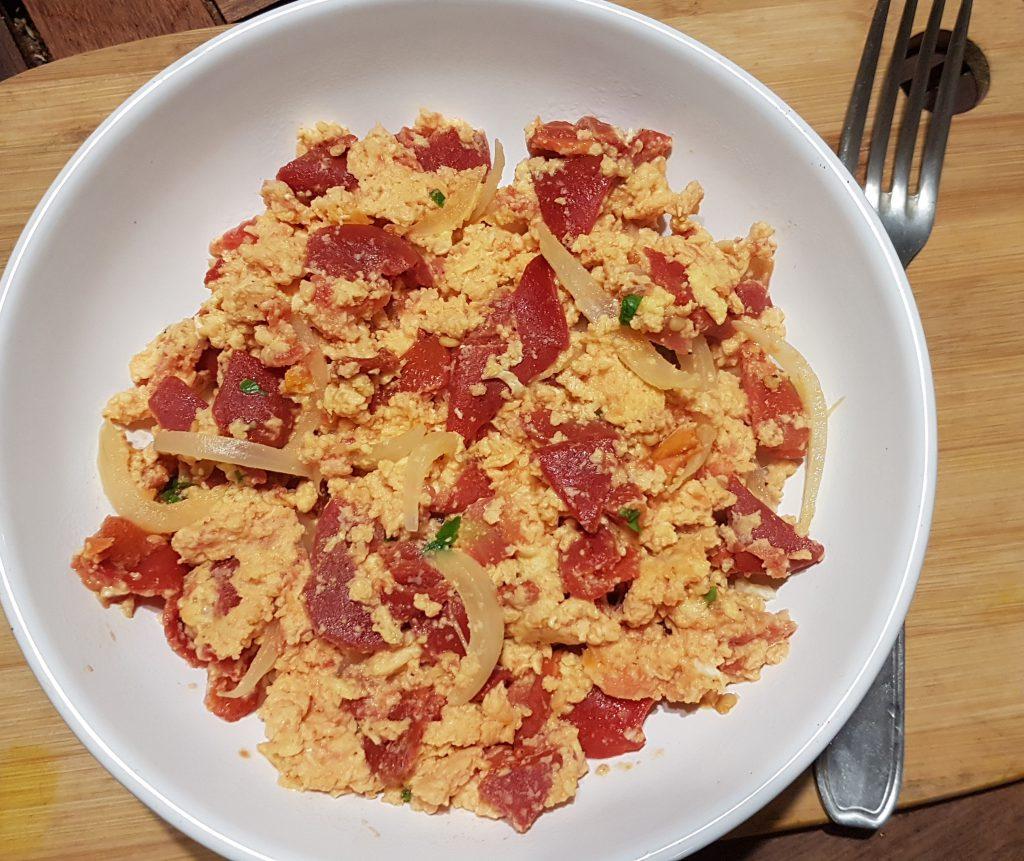 recette oeufs brouilles tomates poivrons