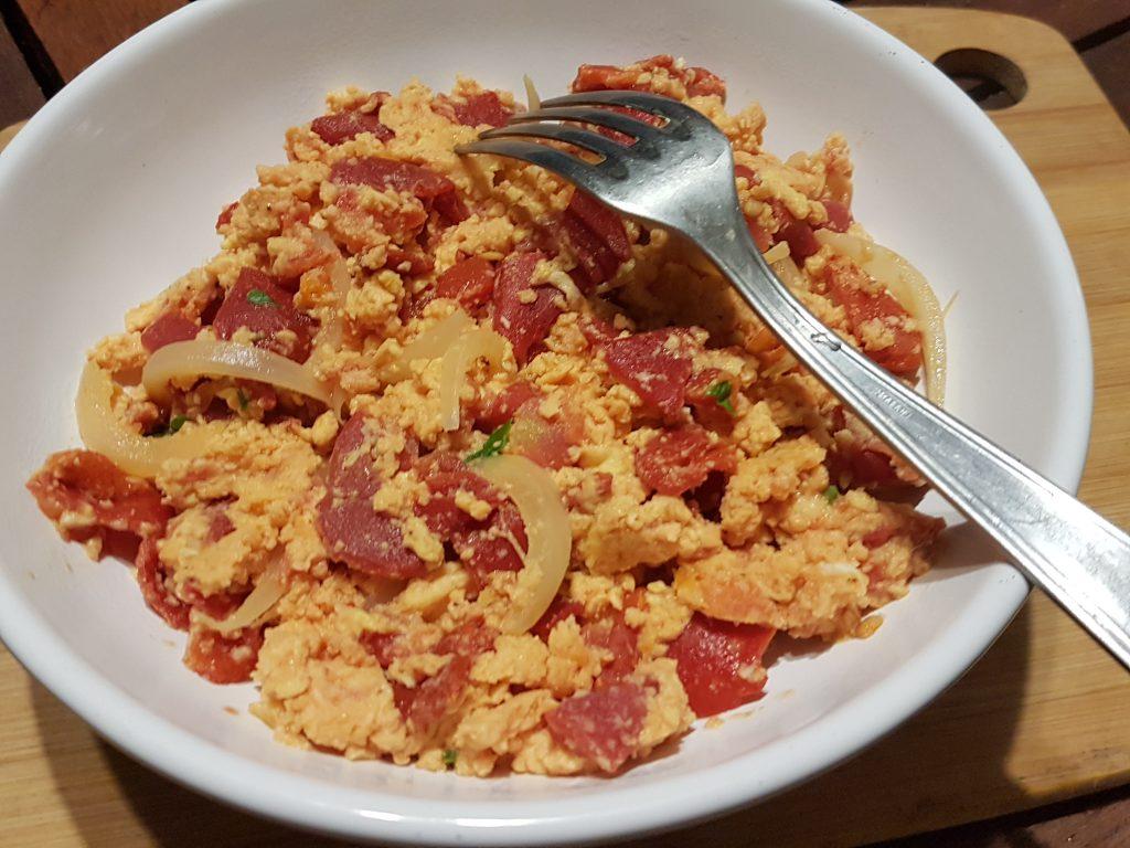 recette tomates poivrons oeufs brouilles