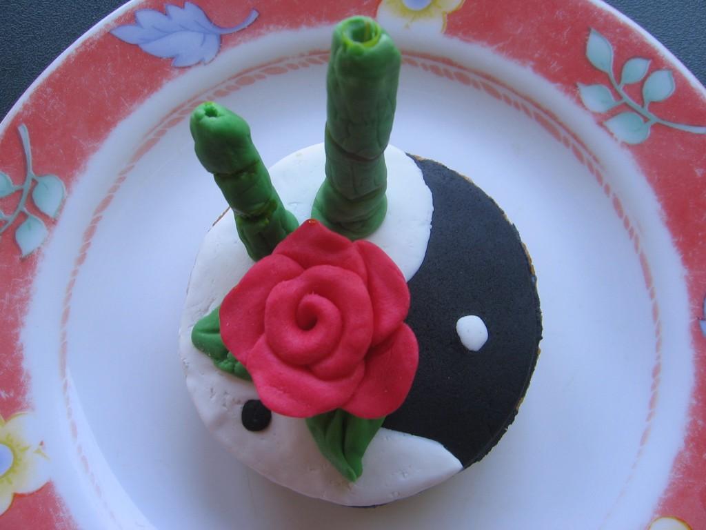une id e de cadeau gourmand le cupcake et sa d coration en p te sucre zen gourmicom. Black Bedroom Furniture Sets. Home Design Ideas