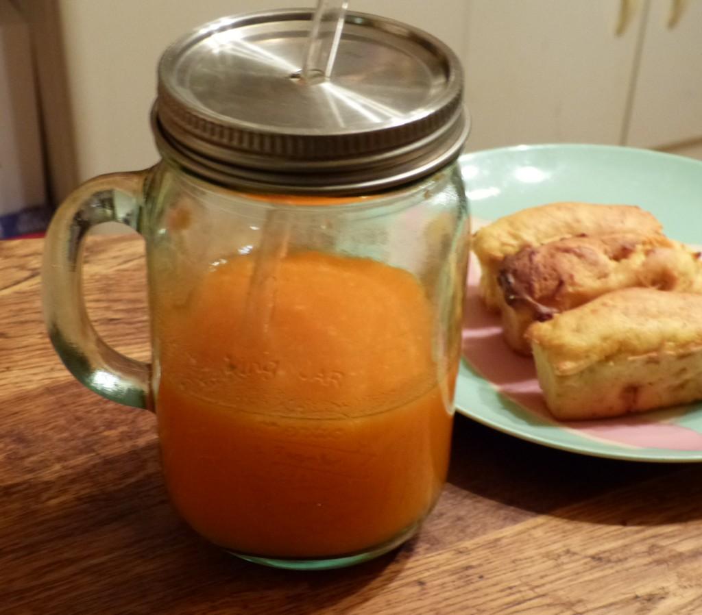 Un jus tout en douceur de carottes pommes et ananas gourmicom - Gelee de pommes avec extracteur de jus ...