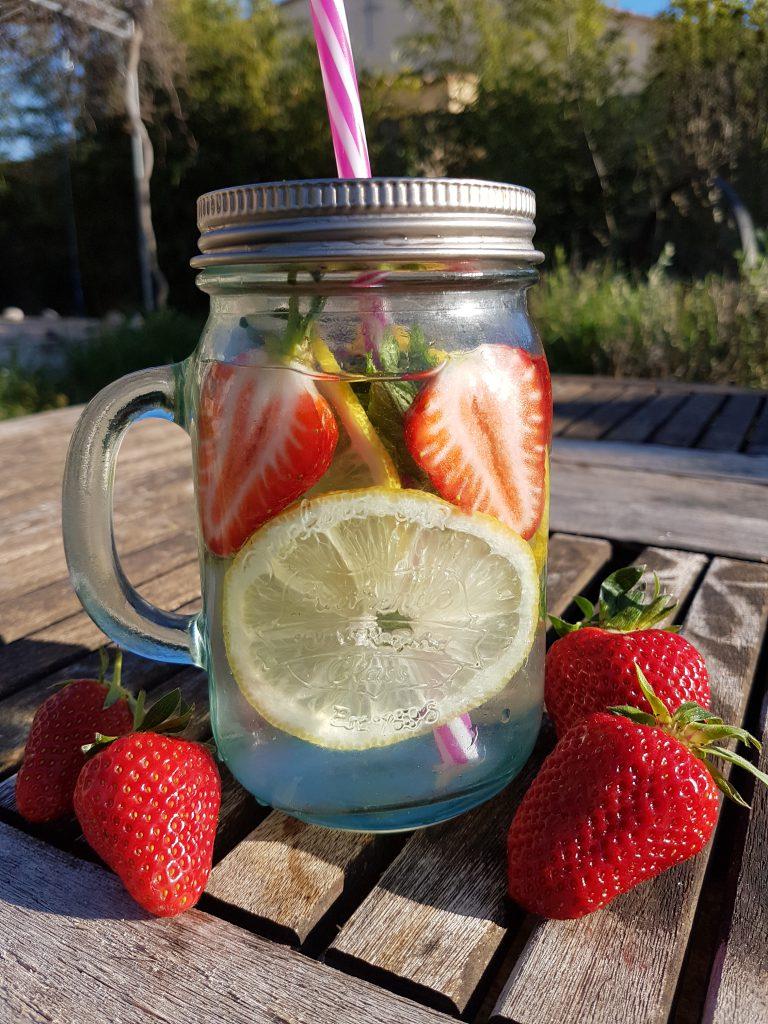 recette eau detox fraises citron menthe