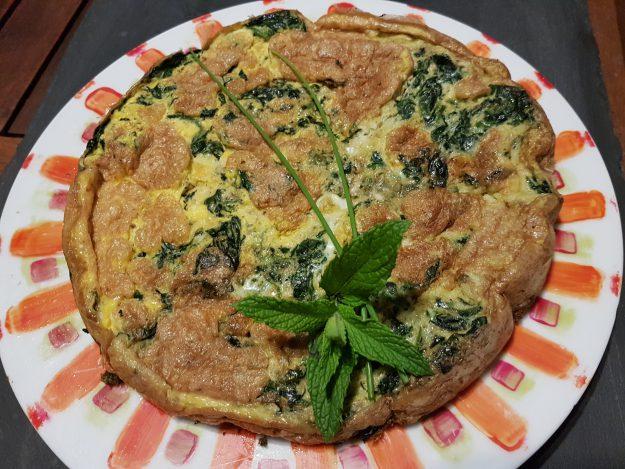 Tortilla verte aux épinards et herbes fraîches