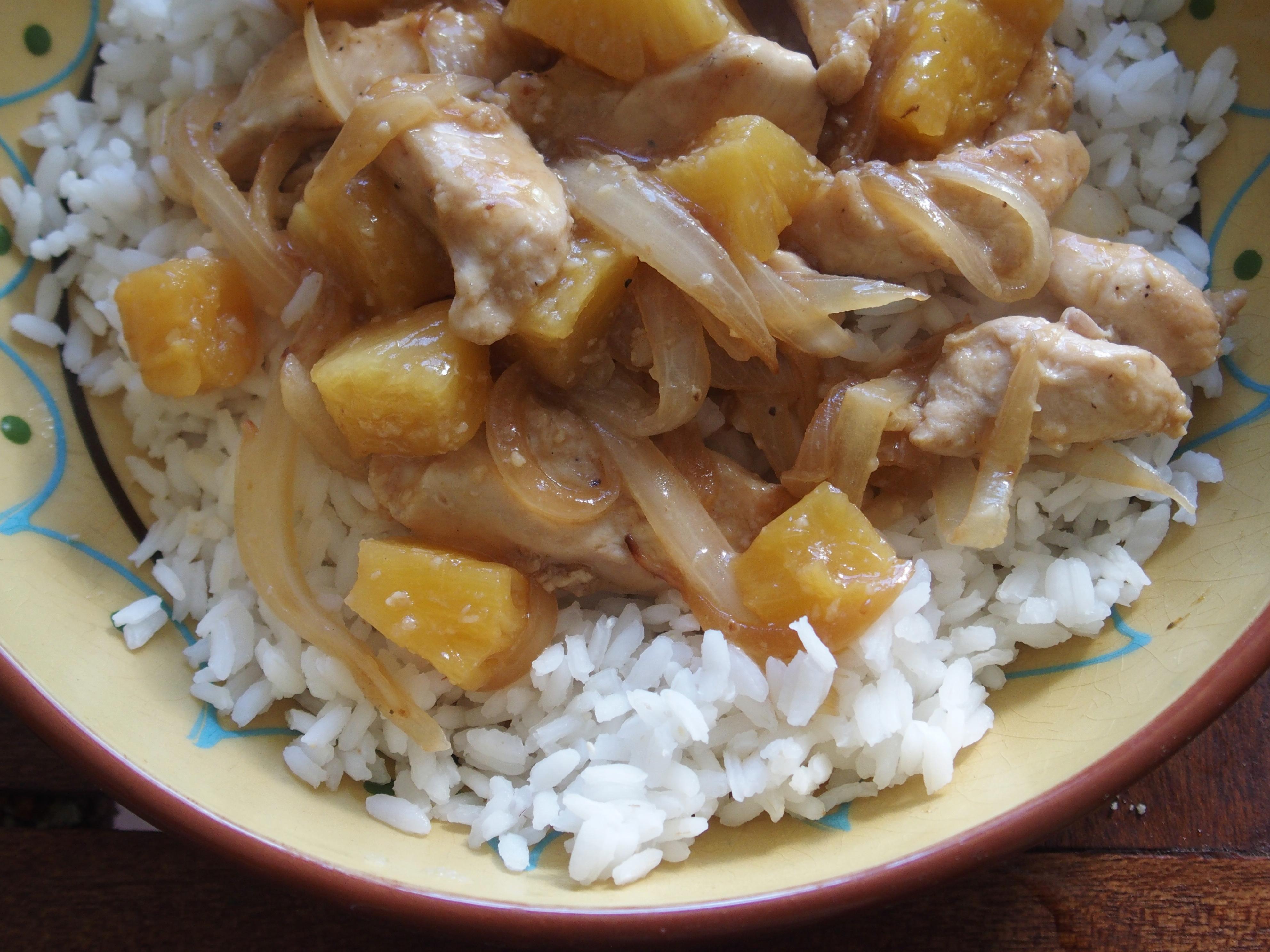 Wok de poulet à l'ananas et aux oignons