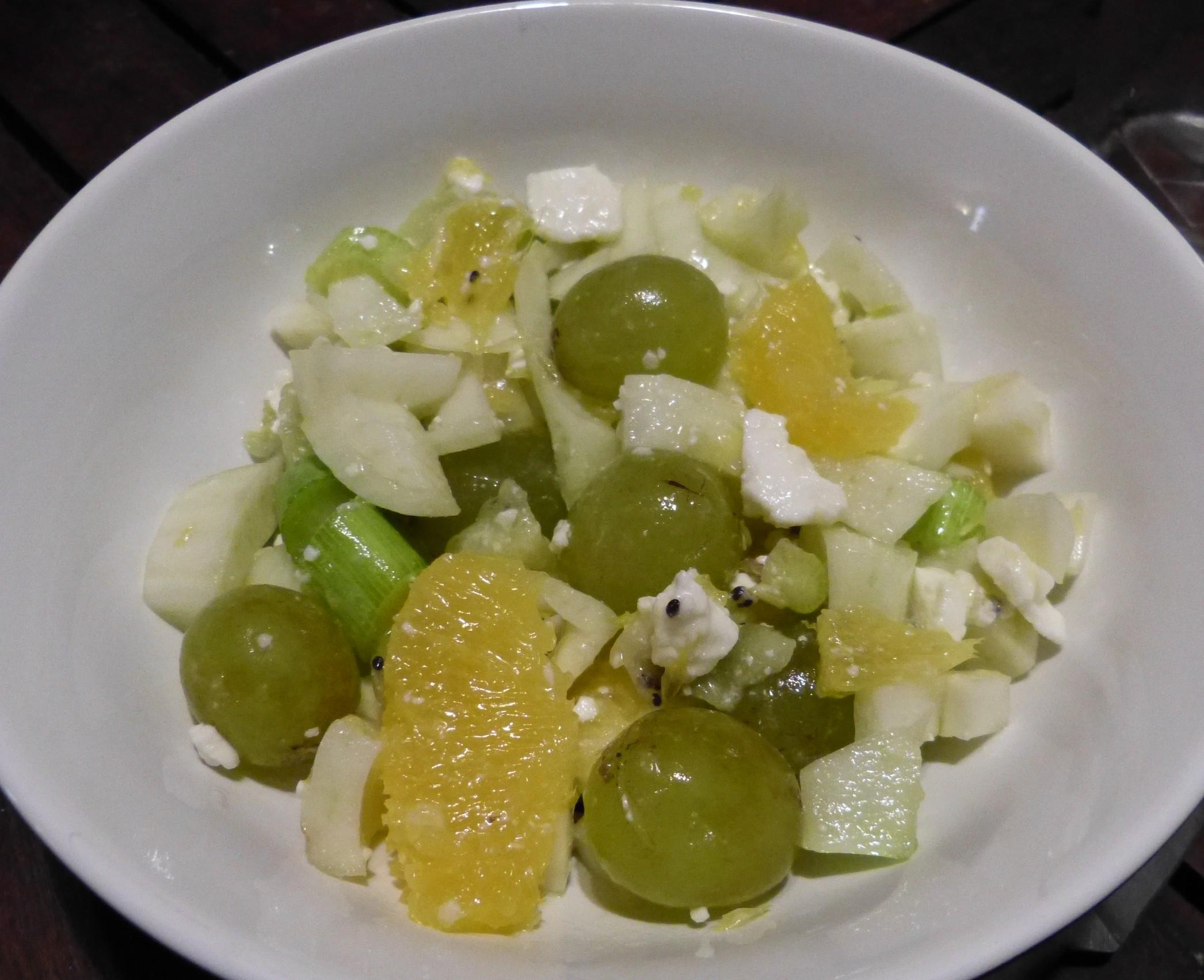 Une salade de fenouil, fruits et feta originale
