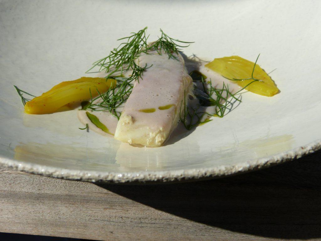 Lisette grillée, légumes croquants à la grecque, huile de coriandre
