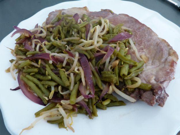 Partez en Asie avec ce wok de légumes au porc mariné