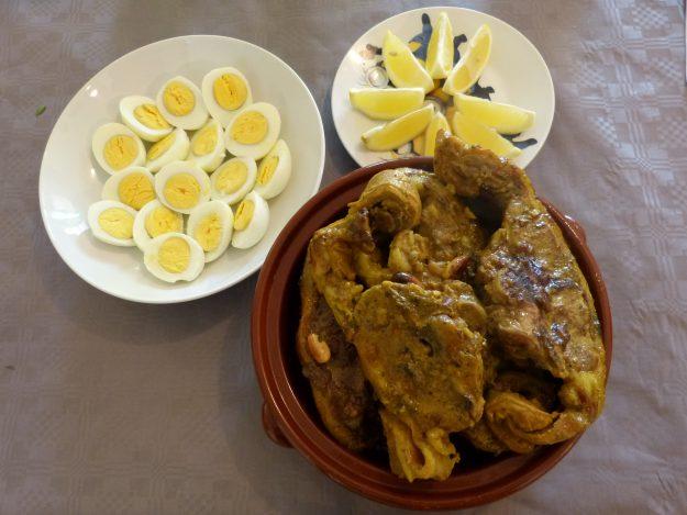 Tajine d'agneau, au citron, aux oeufs et aux amandes
