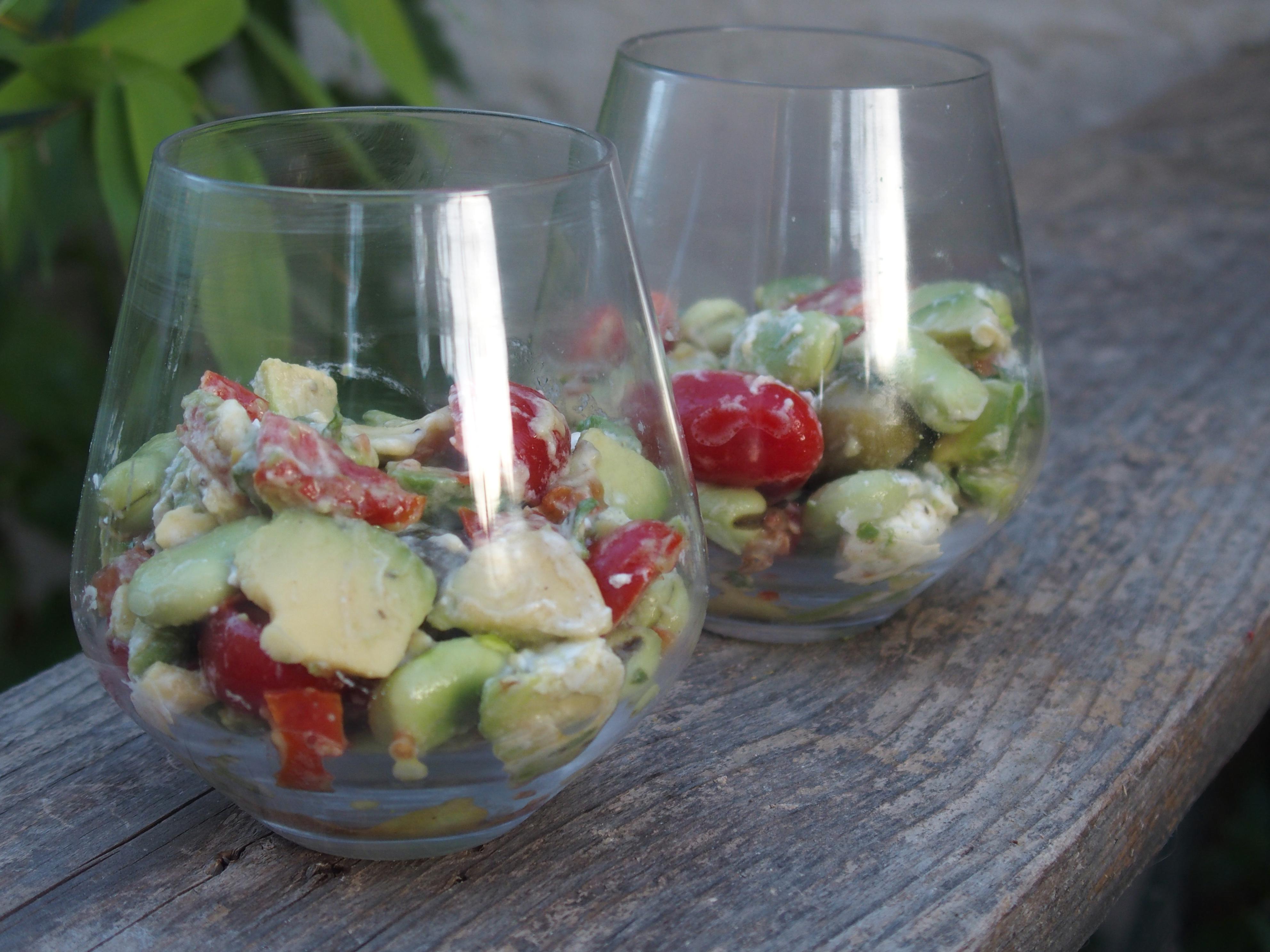Salade fraîcheur aux fèves, tomates et chèvre frais