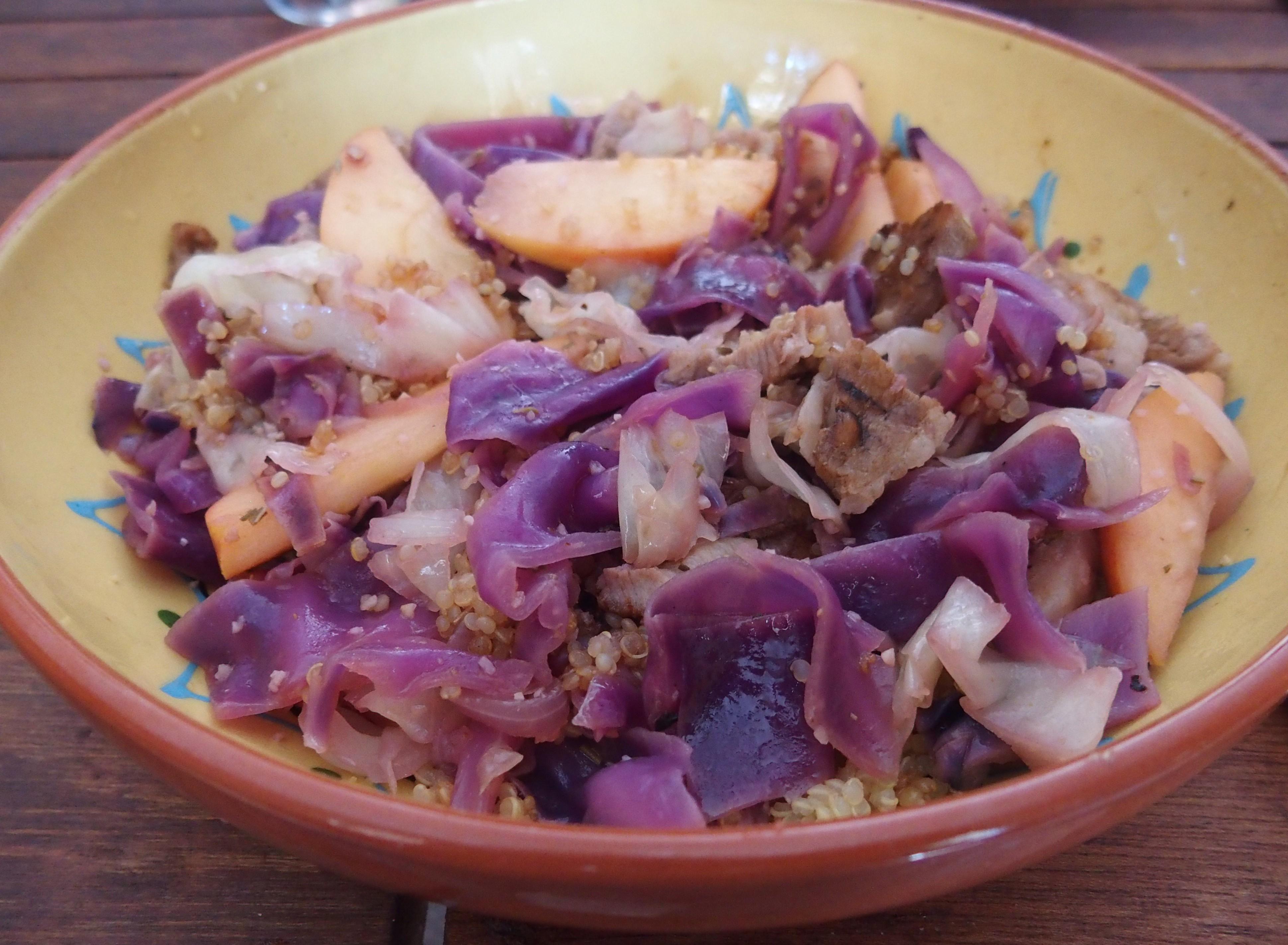 Veau aux chou rouge, pomme et quinoa