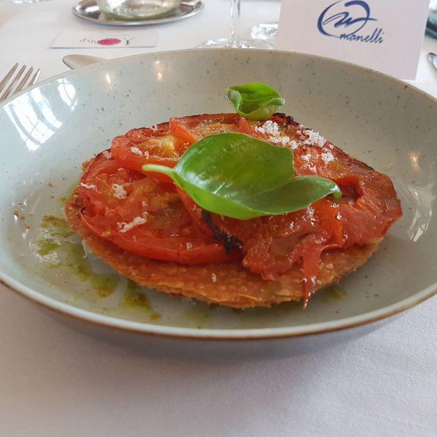 Tarte fine à la tomate et son coulis de pistou