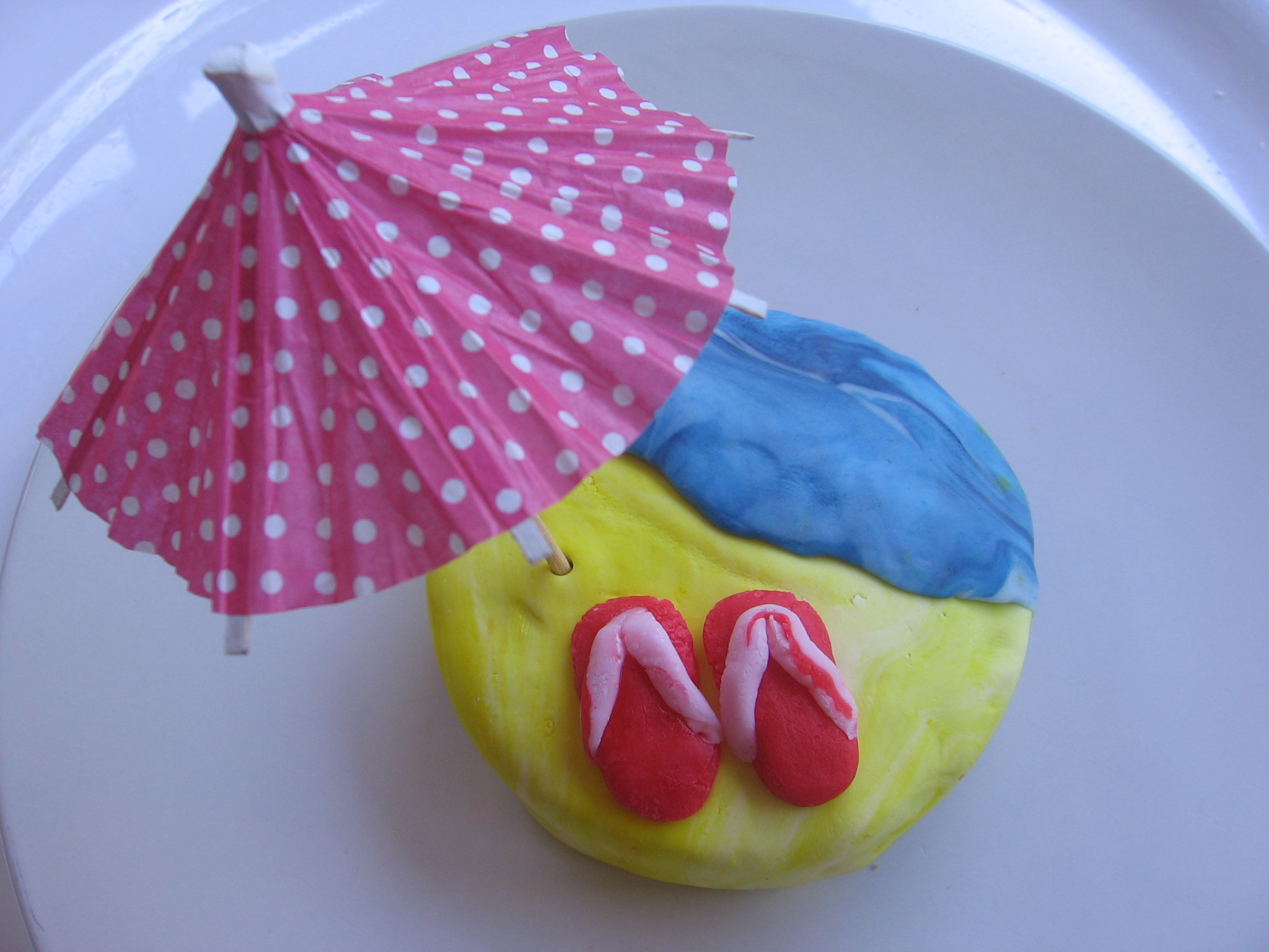 Une idée de cadeau gourmand cool : le cupcake plage avec ses tongs