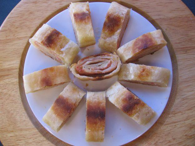 Bûche feuilletée au fromage et au jambon