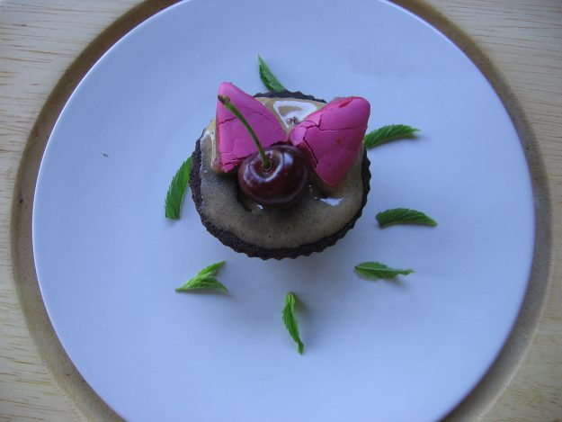 De délicieux petits cupcakes aux calissons à la cerise