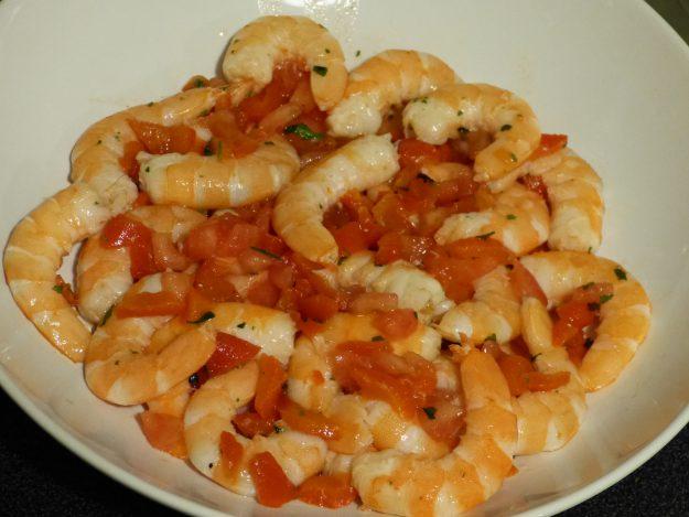 Ceviche de crevettes aux tomates et poivron