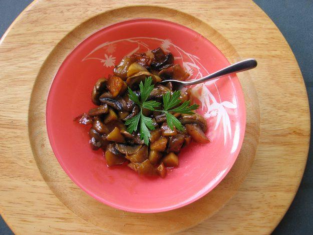 Compotée de pommes et champignons au cidre