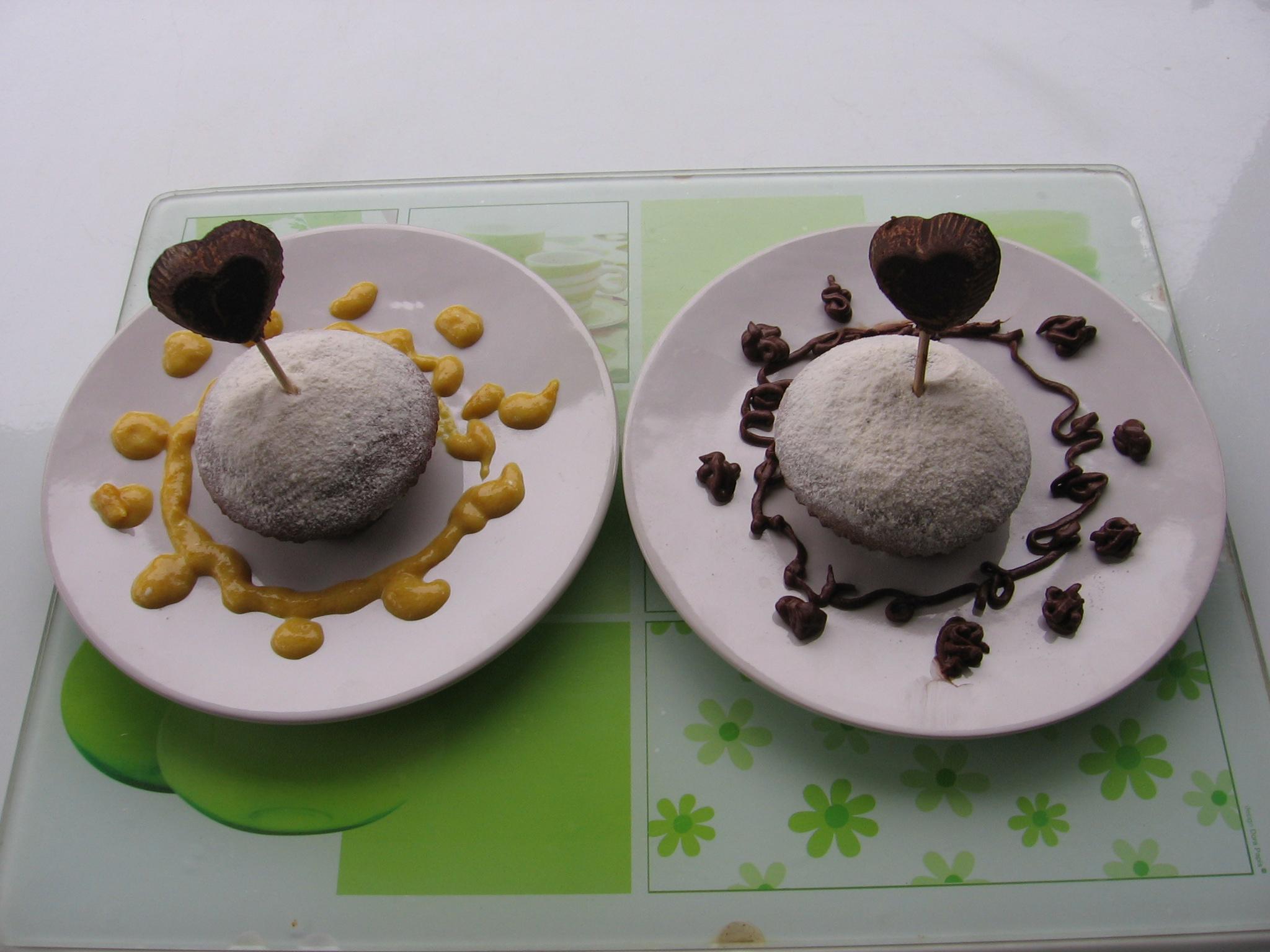 Saint-Valentin : Gâteau tendre et cœurs en chocolat