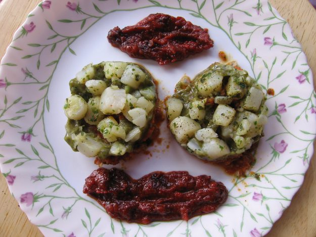Médaillonsde noix de Saint-Jacques au confit de tomates