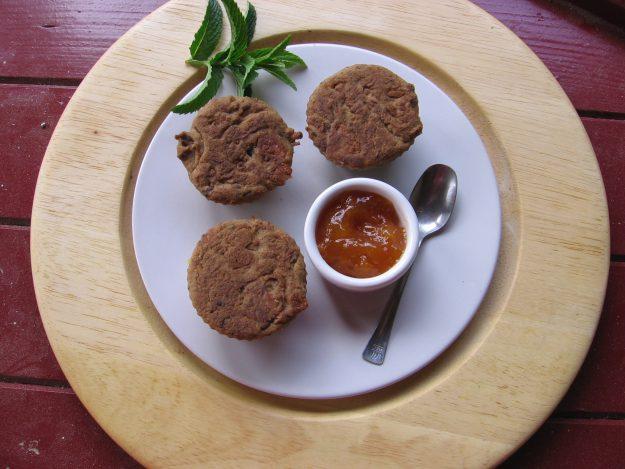 Muffins à l'orange, abricots et pruneaux sans gluten