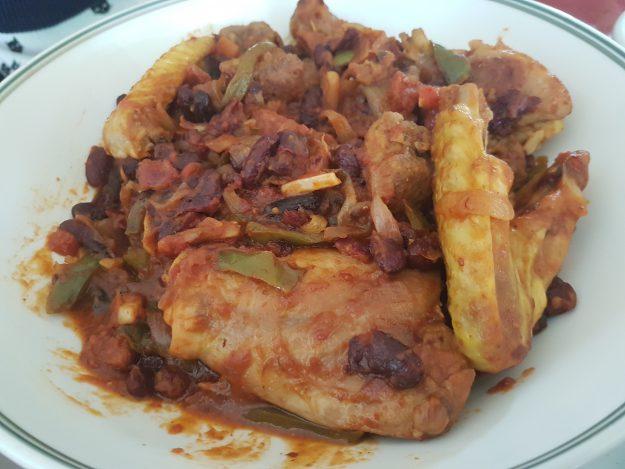 Un délicieux plat complet : le poulet aux haricots rouges
