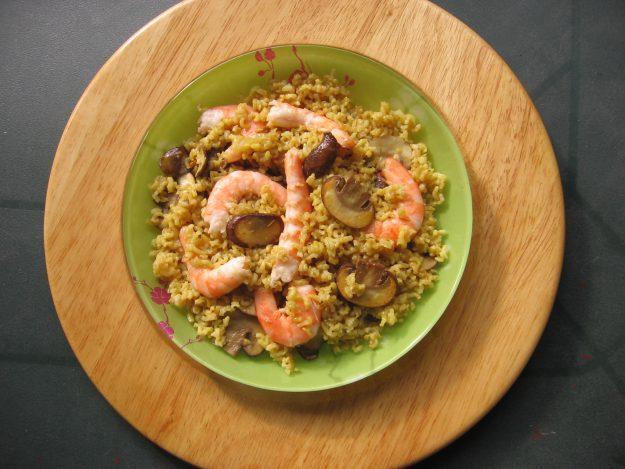 Riz aux épices espagnoles et crevettes à l'aïl