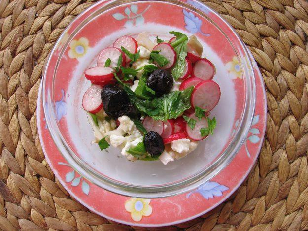 Salade fraîcheur aux fanes de radis antigaspillage