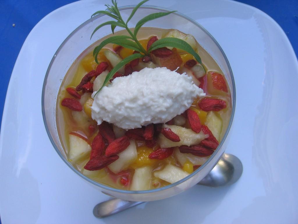 recette salade fruits quenelle noix coco dessert