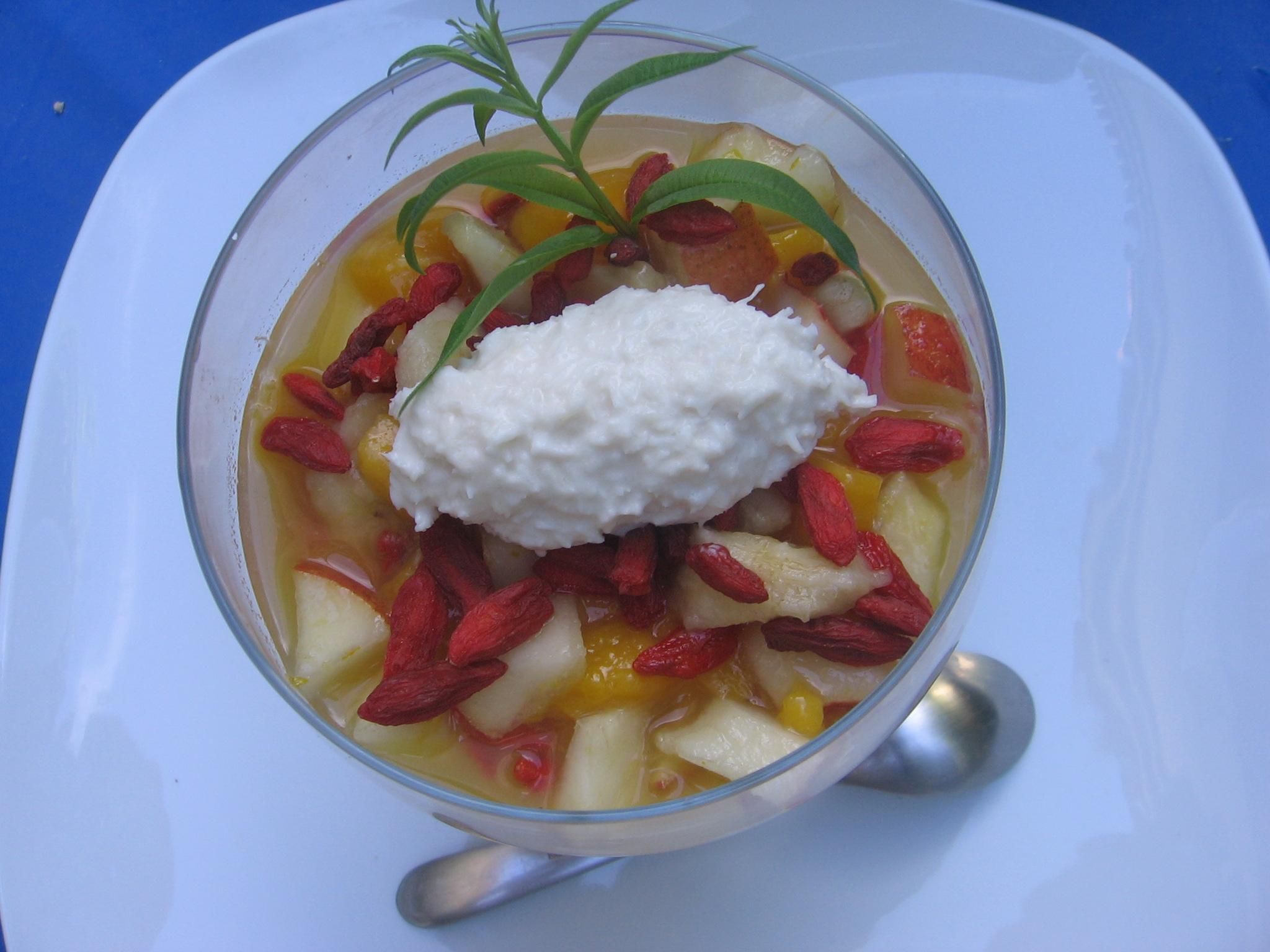 Tartare de fruits à l'infusion d'anis étoilé et sa quenelle à la noix de coco