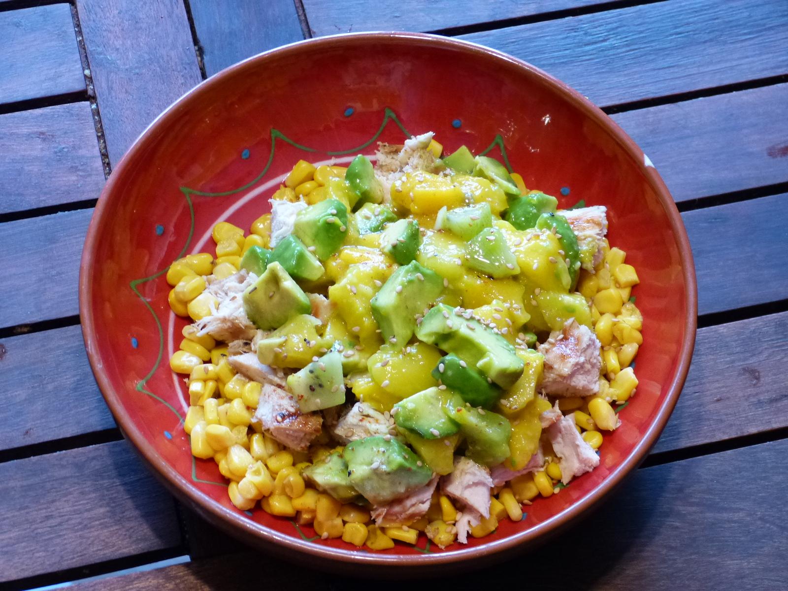 Une délicieuse salade de poulet aux mangues et avocats