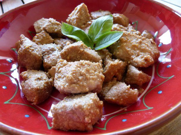 Sauté de porc mariné au gingembre et au basilic