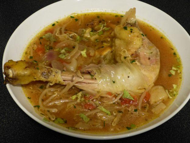 Soupe thaïe aux poulet, champignons et soja
