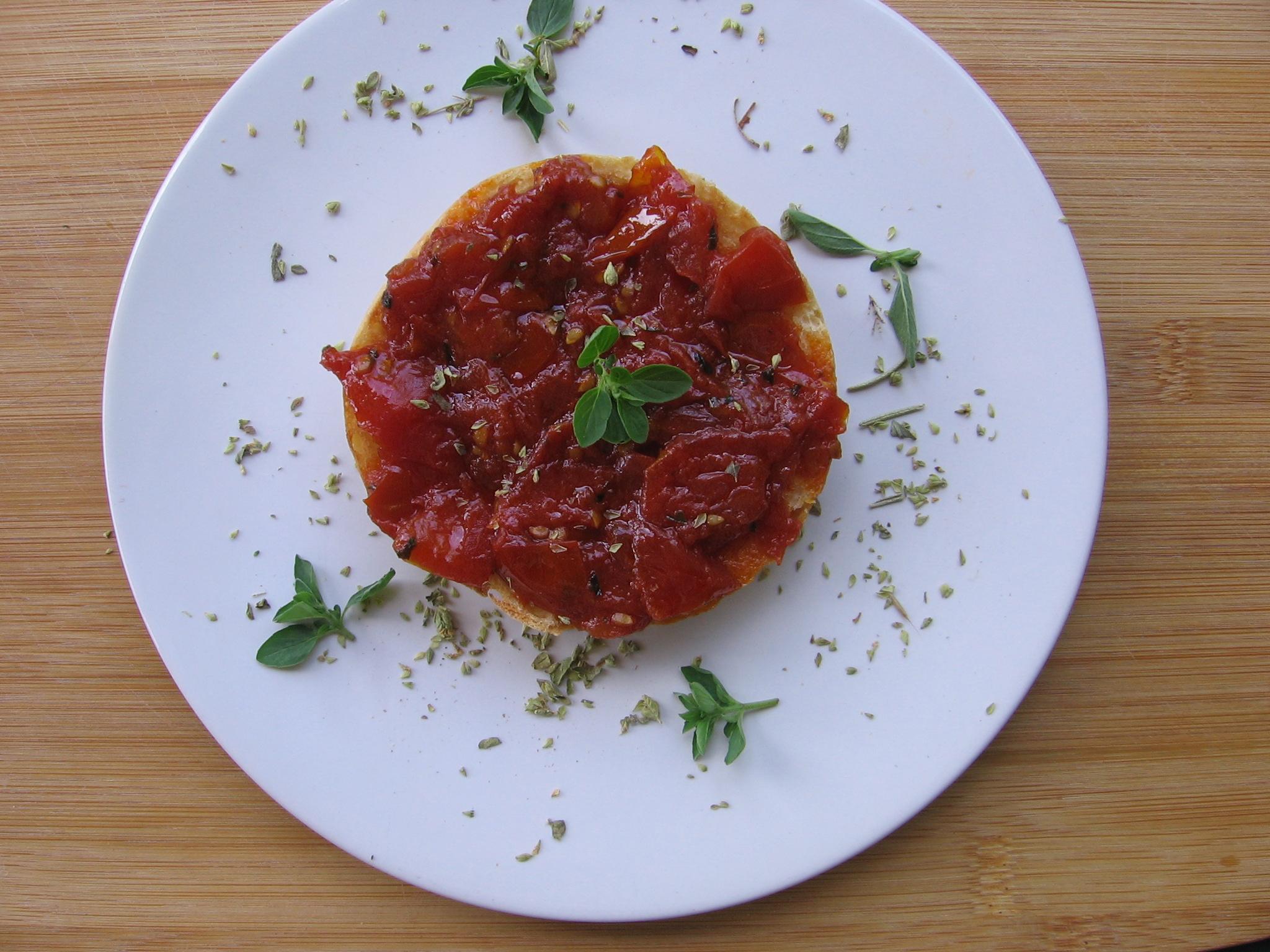 Tartines aux tomates confites et à l'aïl