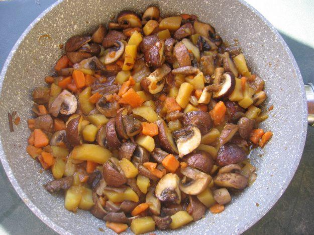 Wok de pommes de terre et cèpes