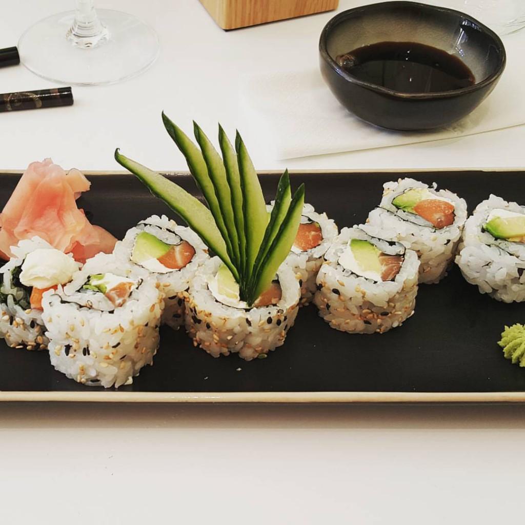 restaurant california rolls salon tokyo